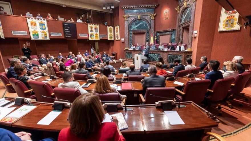 López Miras defiende los puntos más polémicos del acuerdo con Vox en Murcia