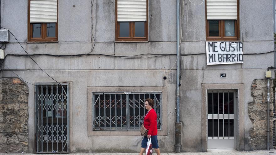 Los vecinos se han movilizado para evitar el derribo de sus viviendas.   Joaquín Gómez Sastre
