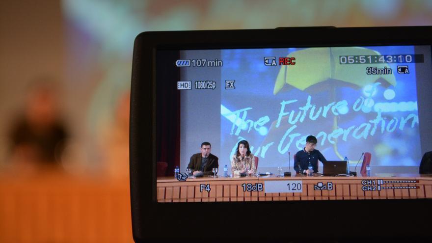 Momento de la conferencia de Alex Chow en la Universidad de Sevilla