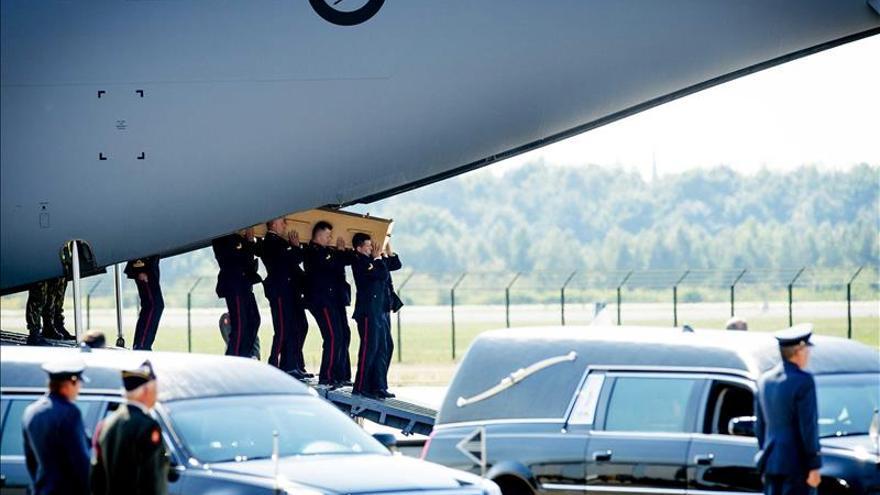 Dos pasajeros del Boeing malasio derribado en Ucrania siguen sin identificar