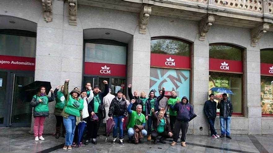 Acción de la PAH Toledo frente a Caja Castilla-La Mancha