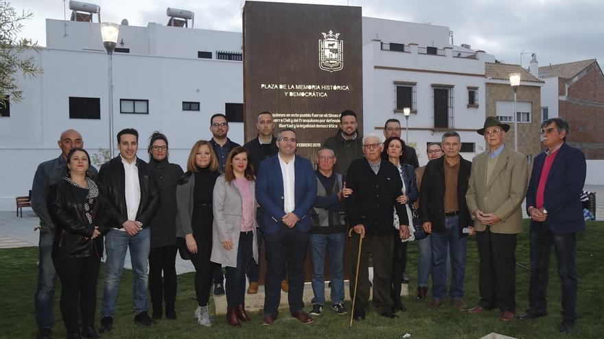 Los Palacios estrena su Plaza de la Memoria Histórica en homenaje a las víctimas del franquismo
