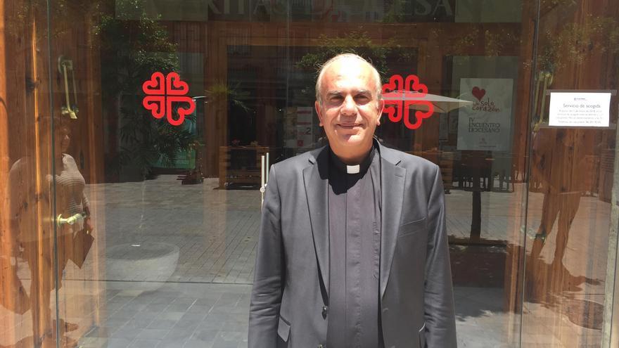 El párroco de la iglesia católica de la Sagrada Familia en Ramallah (Palestina), Jamal Khader, frente a la sede de Càritas Diocesana