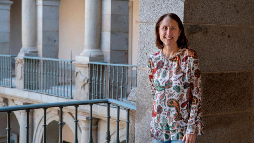 """Lourdes Lledó: """"Los políticos deberían haber aprendido de la colaboración entre científicos y clínicos y están creando confusión"""""""