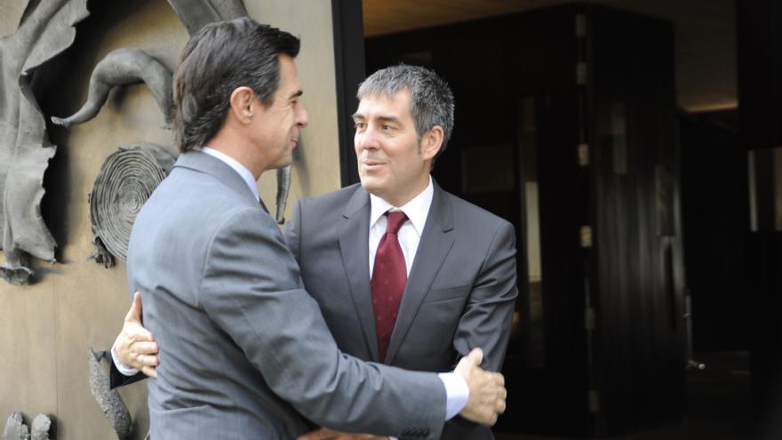 El ministro de Energía, Industria y Turismo, José Manuel Soria y el presidente del Gobierno canario, Fernando Clavijo
