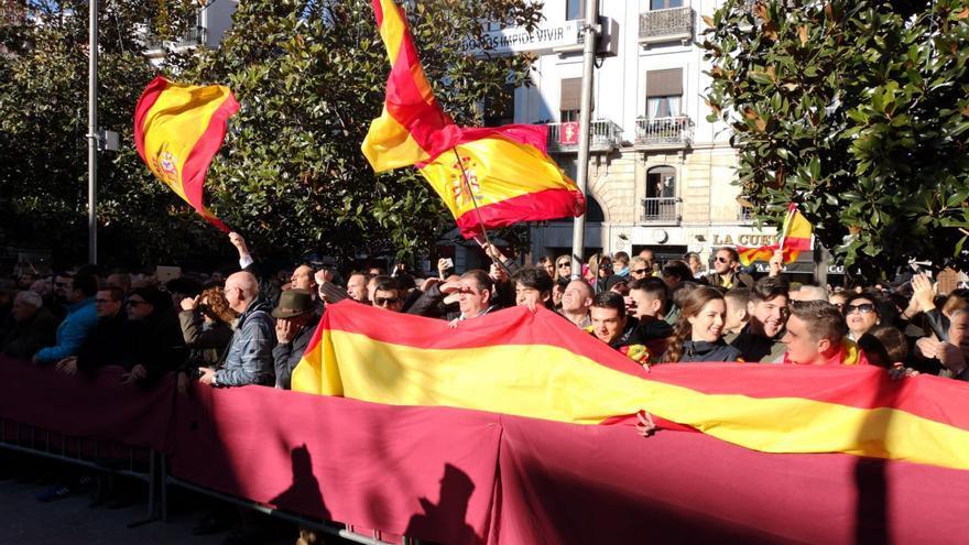 Despliegue de banderas españolas durante La Toma 2019   N.S.