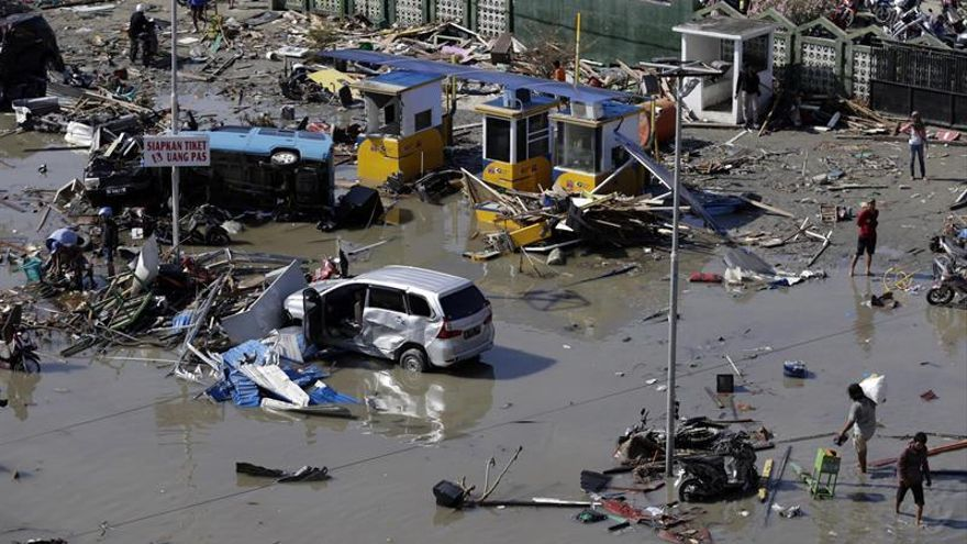 Elevan a 832 los muertos por los terremotos y el tsunami en Indonesia