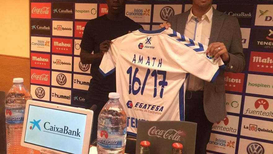 Presentación de Amath N'Diaye como nuevo jugador blanquiazul.