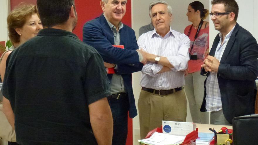 González Tovar visitó las instalaciones de Cáritas en Murcia
