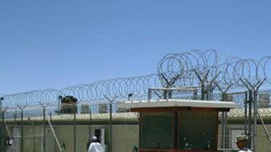 Obama admite que no podrá cerrar Guantánamo