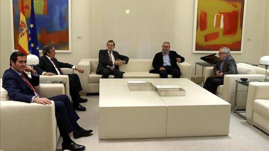 Rajoy ve sensato buscar la solución que piden los agentes sociales en las Cortes