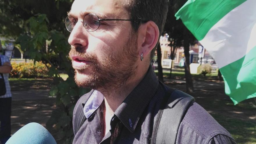 """Valero (IULV-CA) dice que """"el cambio viene de la calle y de las urnas, tienen que ir de la mano"""""""