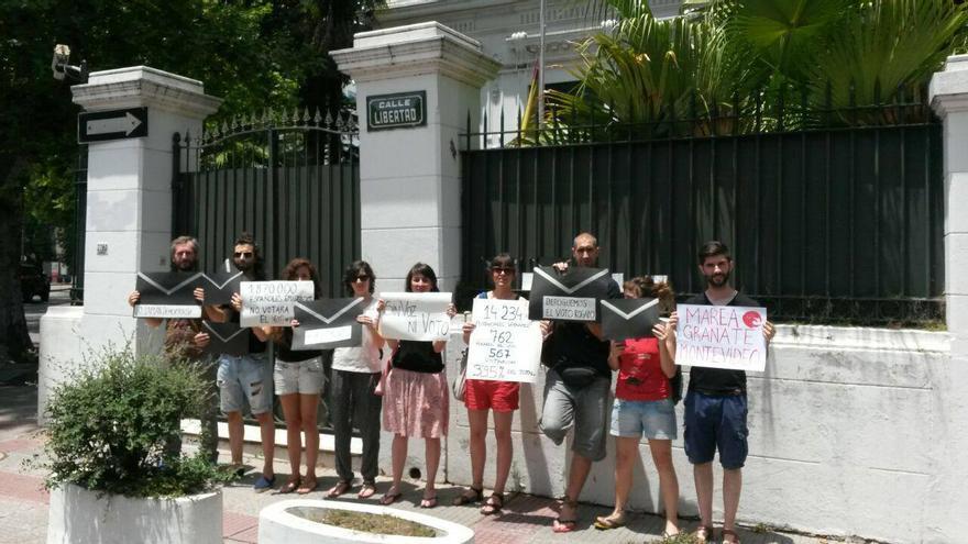 Manifestantes por el voto rogado en Uruguay