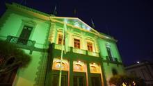 La fachada del Palacio Municipal de Santa Cruz de Tenerife se iluminó de verde para visibilizar la ELA