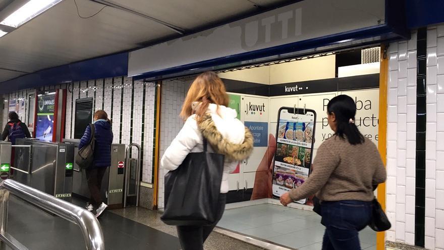 Taquillas para alimentos en el Metro de Madrid.