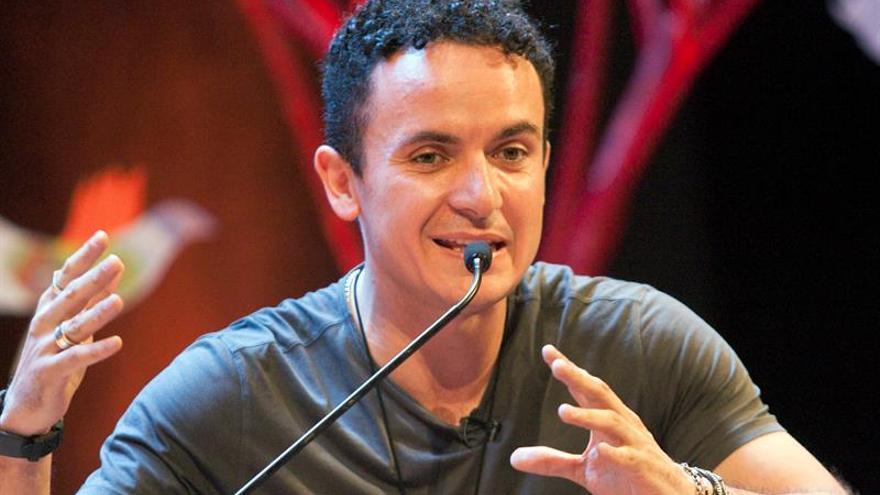 El cantante Fonseca emocionado tras convertirse en padre por partida doble