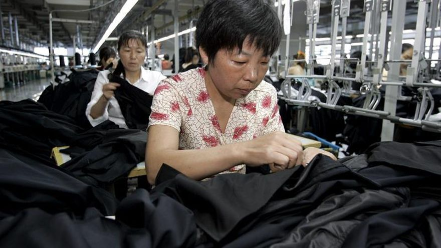 China's manufacturing industry contracts for the fourth