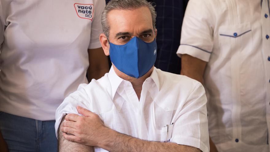 El presidente de Rep. Dominicana recibe una tercera dosis de la vacuna contra la covid-19