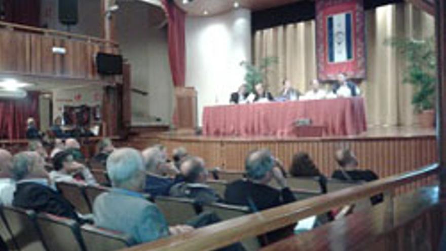 Imagen del debate sobre el impacto de las explotaciones petroleras en Canarias.