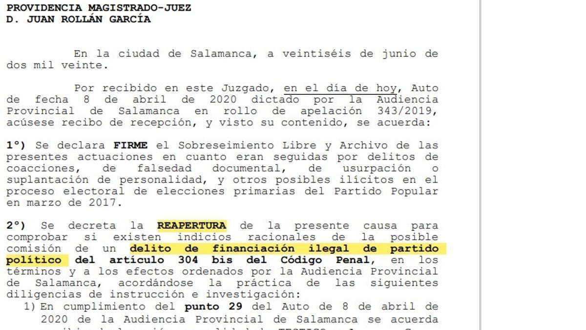 Auto del juzgado que decreta la reapertura de la causa por presunta financiación ilegal del PP de Salamanca.