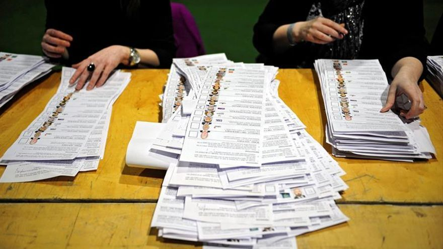 Irlanda del Norte acude a las urnas en crisis por el colapso de su Gobierno