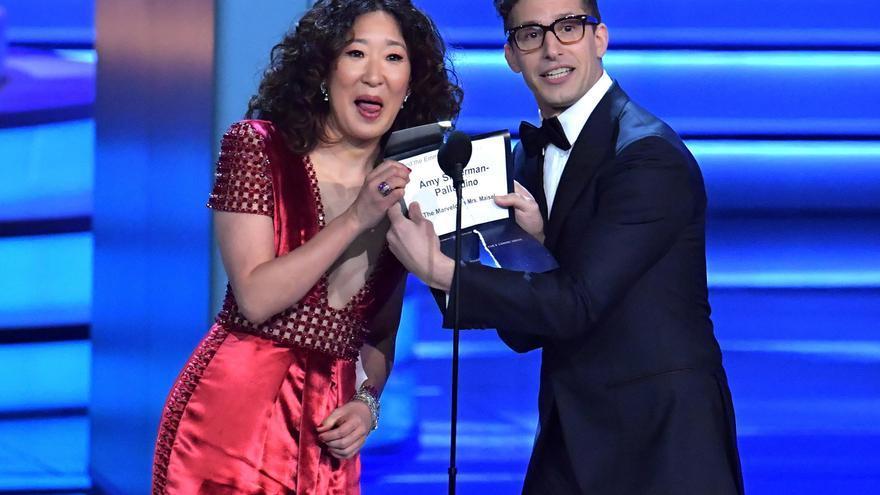 Sandra Oh y Andy Samberg, en los Emmy 2018