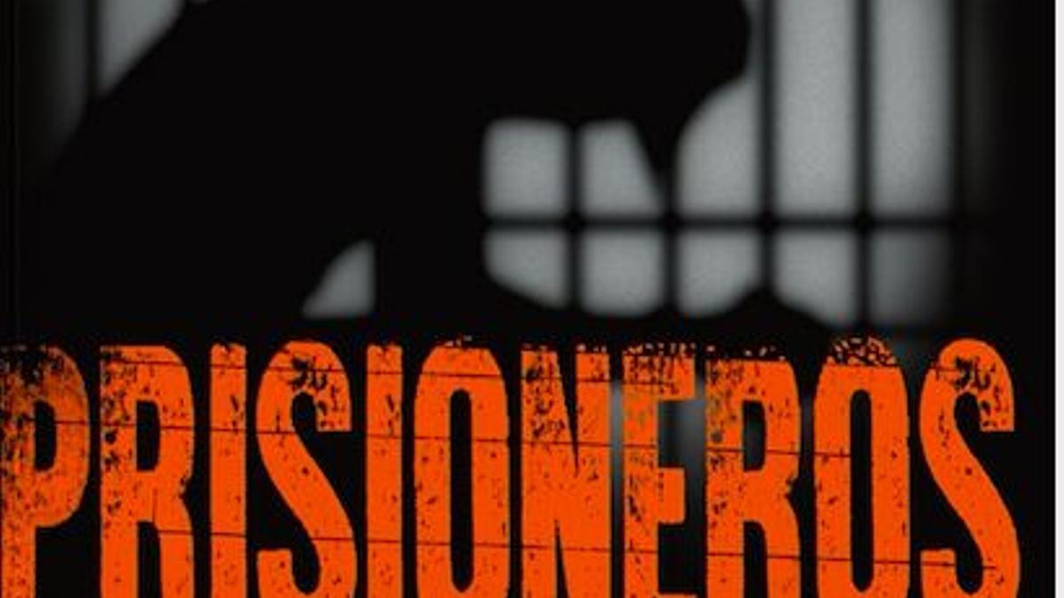"""Las periodistas Lucía Salinas y Lourdes Marchese investigaron sobre la vida de prisión de políticos, sacerdotes y figuras públicas en su libro """"Prisioneros""""."""