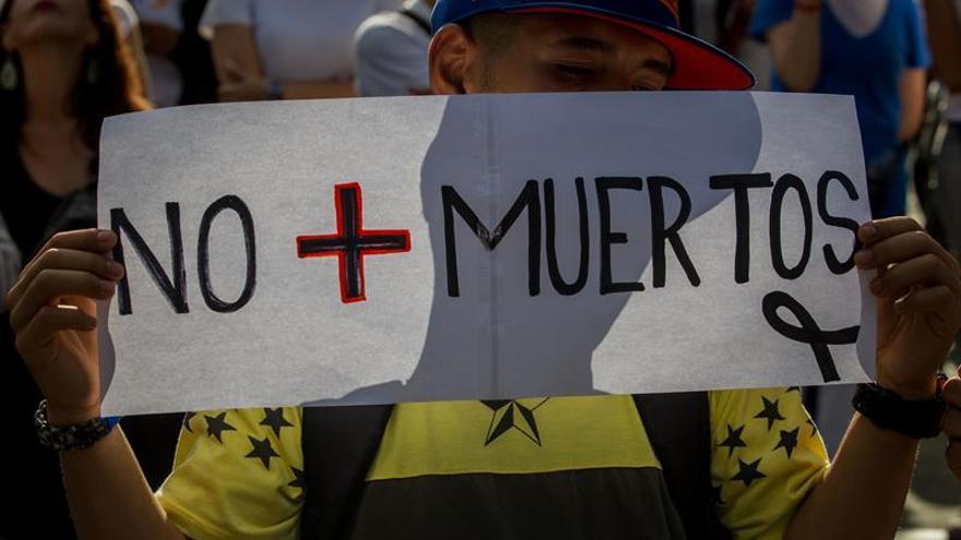 """Artistas venezolanos homenajean a los """"caídos"""" de las protestas y piden elecciones"""