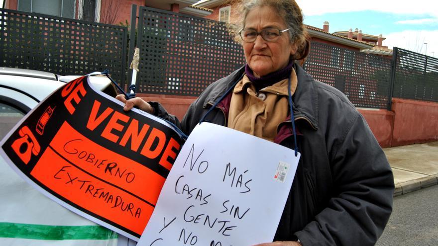 Juliana, vecina de Montijo, pide una vivienda para ella y para su familia tras su desahucio / Jesús Conde