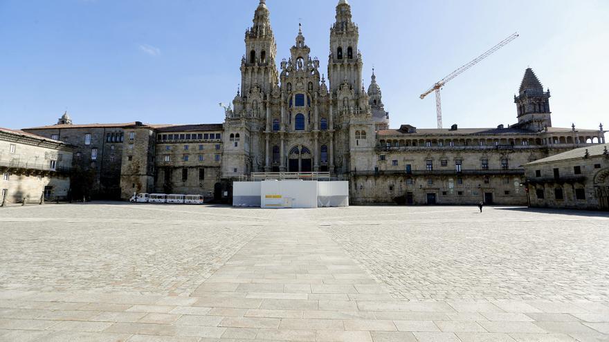 La plaza del Obradoiro vacía durante la mañana del sábado