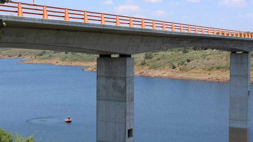 Continúa la búsqueda del hombre que cayó al río Águeda lo que grabó su hijo