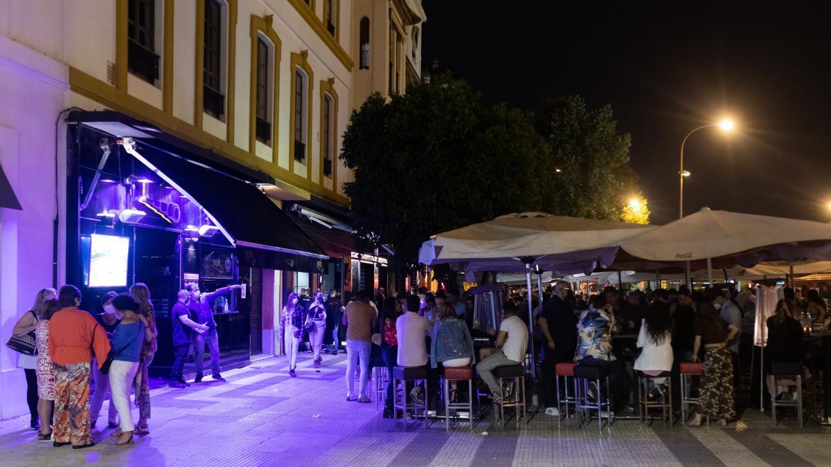 La terraza de un bar de copas en Sevilla, el pasado mes de mayo