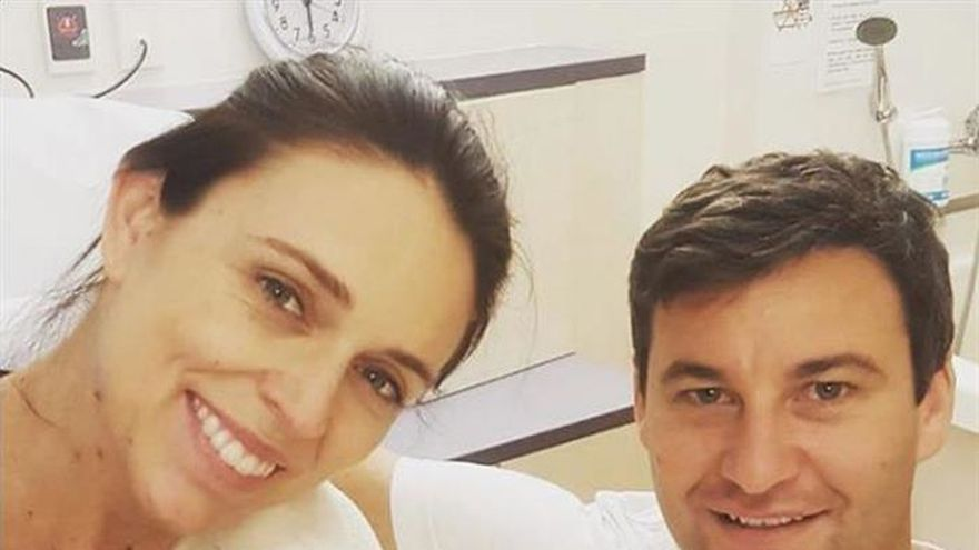 La primera ministra neozelandesa da a luz a una niña en un hospital público