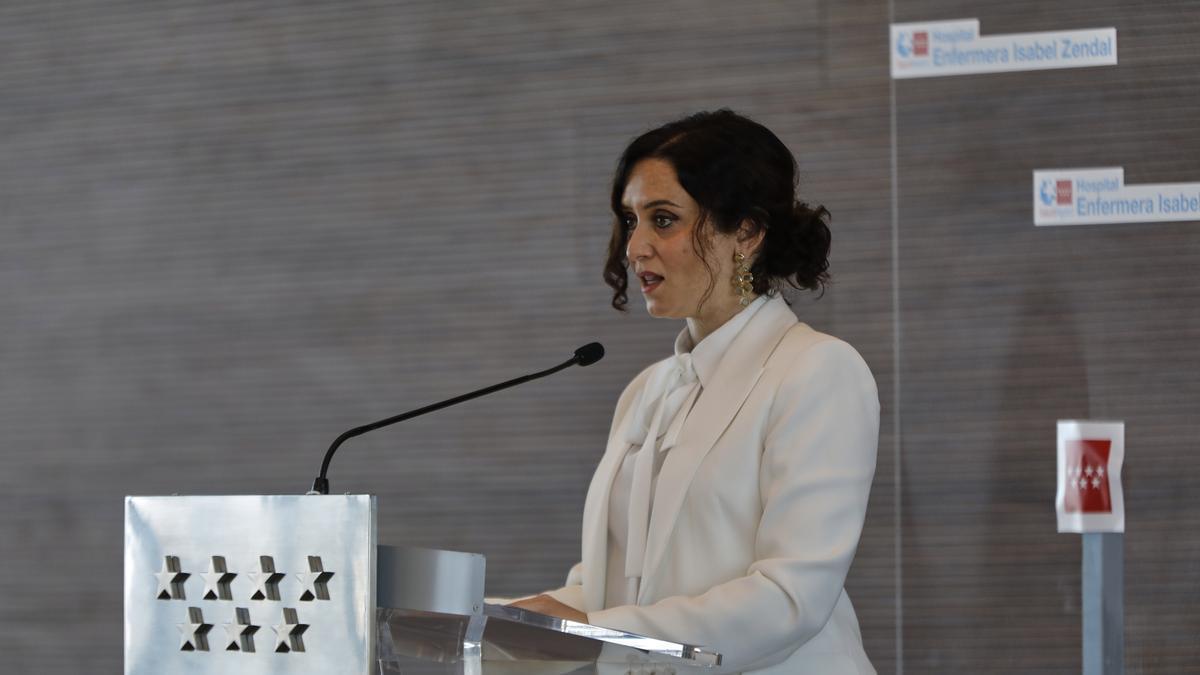 La presidenta de la Comunidad de Madrid, Isabel Díaz Ayuso, en la inauguración del Zendal.