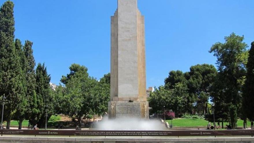 El monumento franquista más importante de las islas: el dedicado al Crucero Baleares y conocido popularmente como 'Sa Feixina'