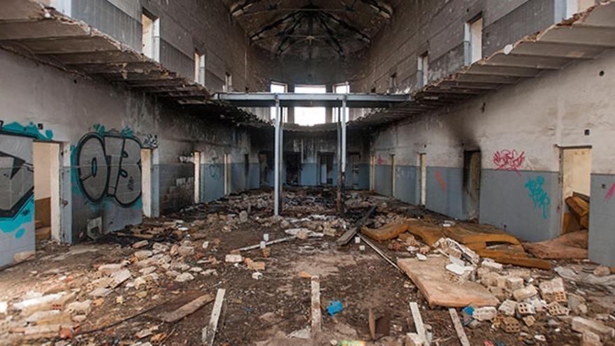 Una de las galerías centrales completamente abandonada. (Héctor Corpa/H24)