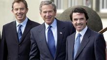 Con la invasión de Irak ya decidida, Aznar y Blair intentaron que el mundo creyera lo contrario