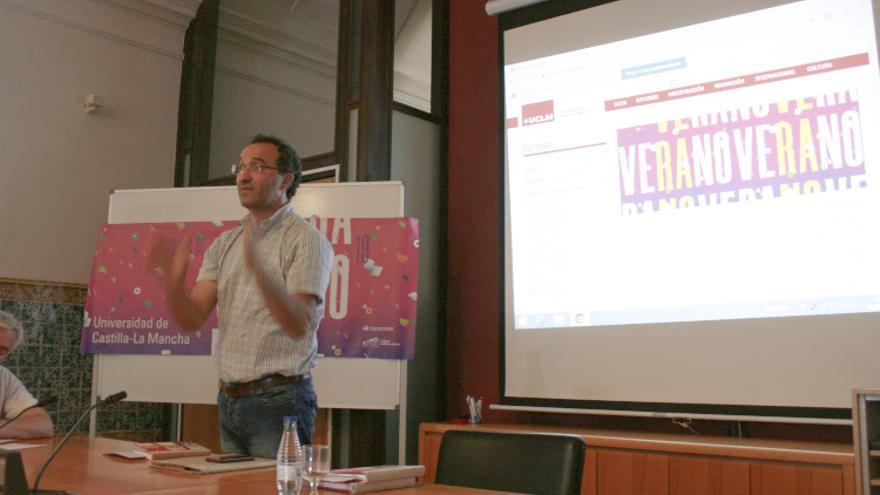 El profesor de la UCLM Gregorio López Sanz durante su intervención / toledodiario.es