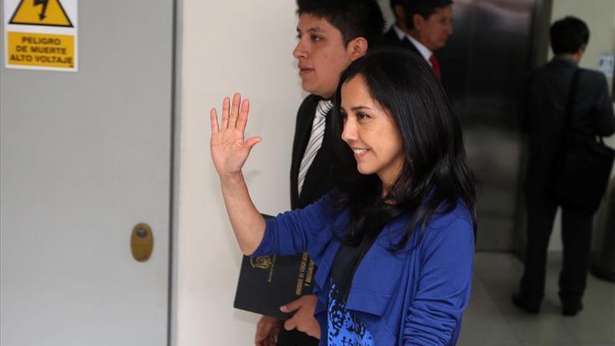 Comisión del Congreso acuerda investigar a la primera dama de Perú por agendas