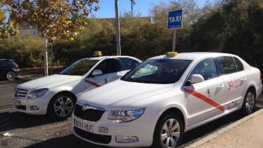 Castilla-La Mancha combinará autobuses y taxis para cubrir líneas de transporte de la región a través de una app