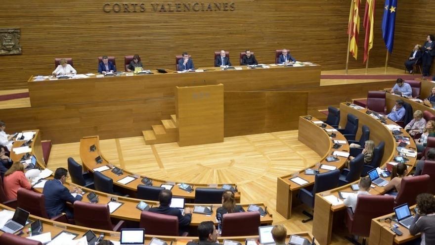 """Las Corts valencianas muestran su """"firme condena"""" contra los """"actos violentos"""" del 9 d'octubre"""