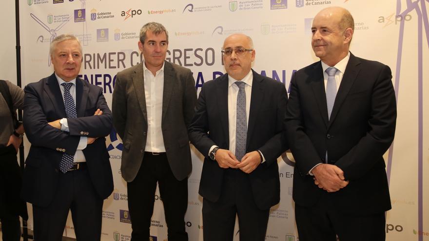 El exministro y eurodiputado José Blanco; el presidente del Gobierno Canario, Fernando Clavijo; el presidente del Cabildo de Gran Canaria, Antonio Morales; y el consejero regional de Economía e Industria, Pedro Ortega.