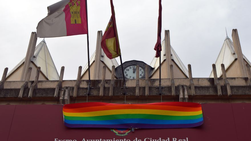Bandera del Orgullo en el Ayuntamiento de Ciudad Real