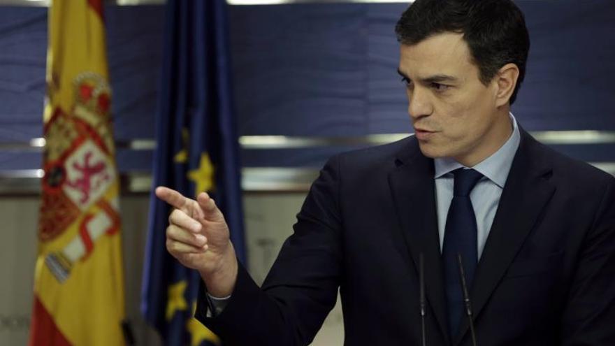 Sánchez reprocha a Rajoy que se reúna con Rivera antes que con él
