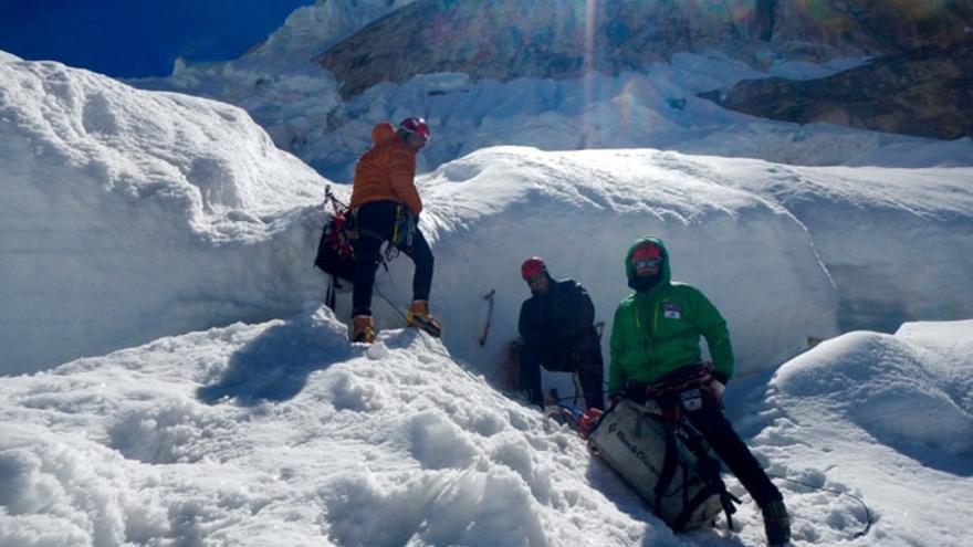 El equipo liderado por Alex Txikon ya ha llegado hasta la base del imponente pilar de 300 metros que custodia la arista noroeste del Thalay Sagar
