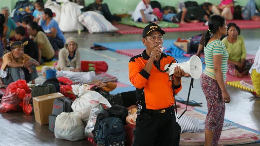 Al menos 11.000 evacuados debido a la actividad de un volcán en Bali