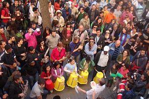 La batucada del Pi i Margall en acción | Foto: BÉNÉDICTE THOMAS