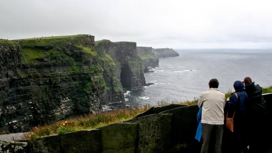 Más de un millón de personas visitan cada año los Acantilados de Moher, en la costa oeste de Irlanda. VIAJAR AHORA