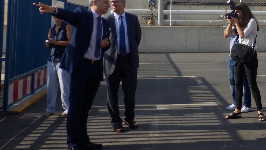 El presidente de la Autoridad Portuaria, Francisco Toledo, durante su visita al puerto de Castellón