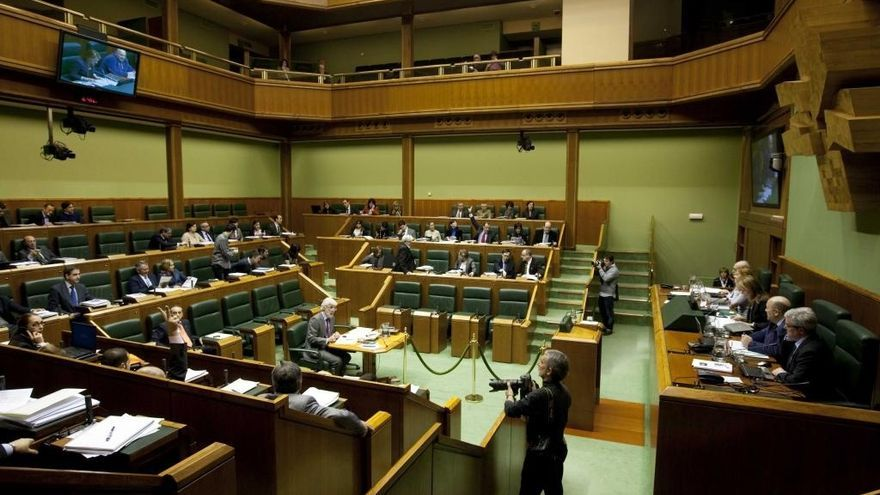 """El Parlamento Vasco rechaza una propuesta para eliminar los """"beneficios"""" fiscales de la Iglesia"""